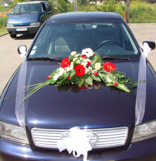 Art floral photos des compositions florales voiture - Decoration florale voiture mariage ...