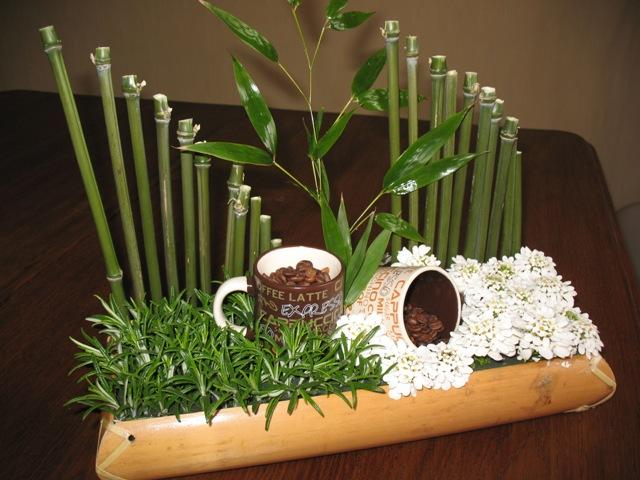 Art floral photos des compositions florales bambou caf for Centre de table bambou